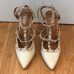 Cream pointed heel with gold studs